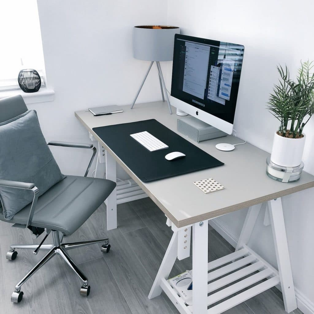 Perfectly chosen grey study decor for home office